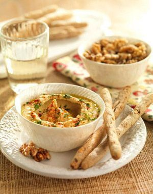 Hummus-con-palitos-integrales-de-Nueces-de-California